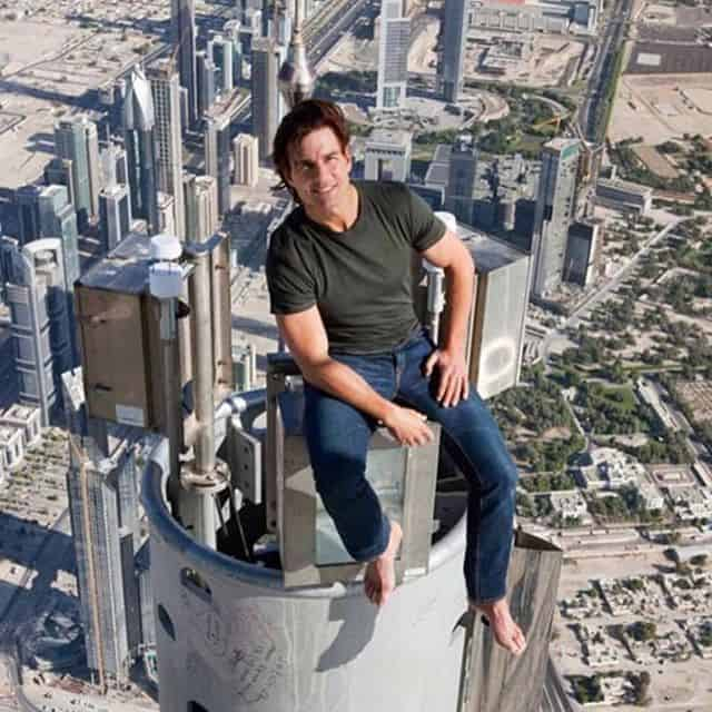 Photoshopped picture of Tom Cruise on top of building