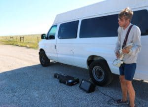 Today when I was in the middle of nowhere in Wyoming, I rode up to this dude jamming out on his electric guitar on the side of the road. #Transam2016 #Biketouring #Bicycletour #CycleTouring #AdventureByBike #RideYourBike #GetOutAndRide #worldbybike #BikeTour #bikenation #bikewander #bikesofinstagram #Bikepacking #AdventureCycling #DudeRobot