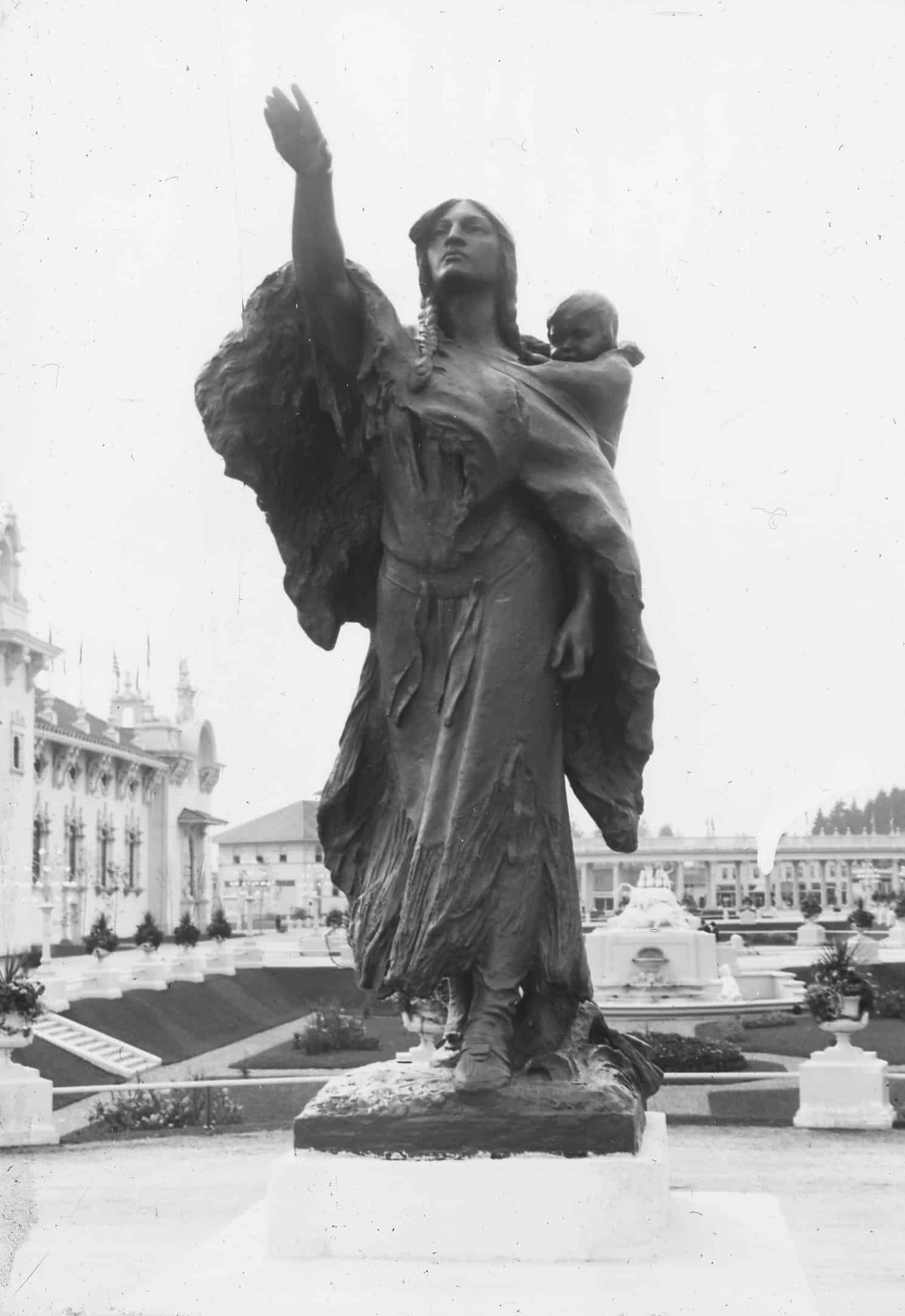 19-Sacagewea Statue
