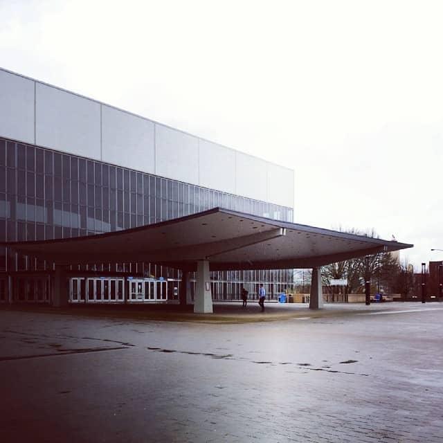 Entrance to the Veterans Memorial Coliseum.