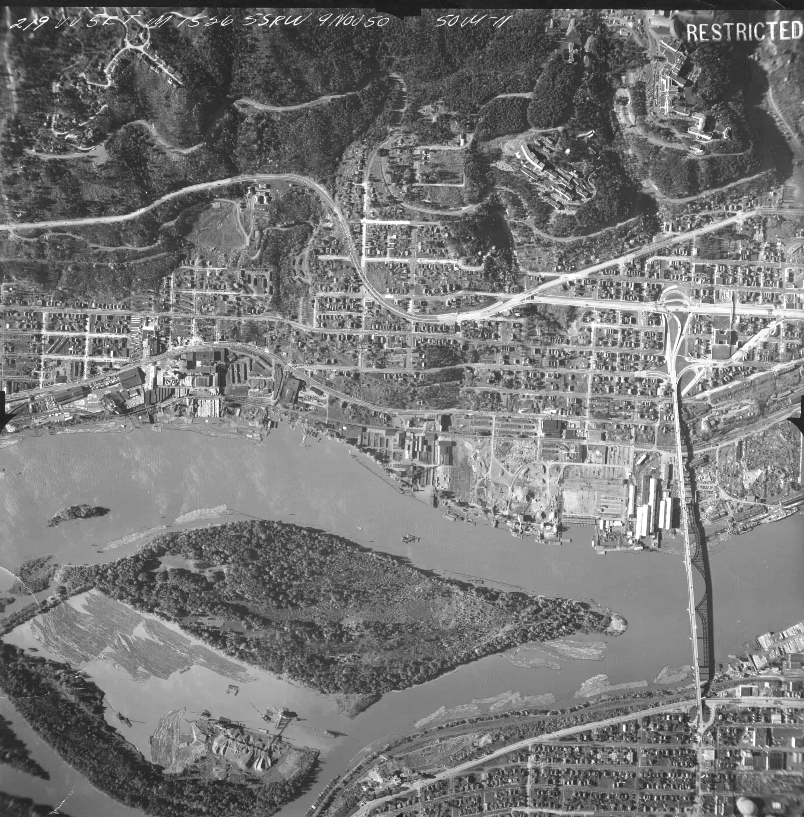 Aerial over Willamette and Ross Island in 1950